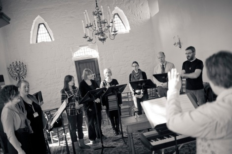 B&W choir group_1