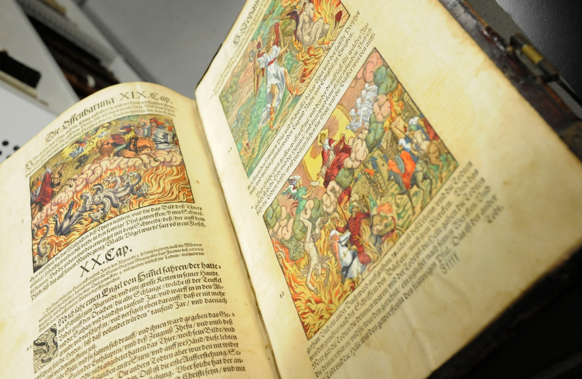New Acquisitions Hand Coloured 1589 Luther Bible Echoes