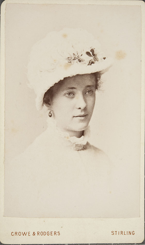 Carte De Visite Portrait Of Unknown Woman In The Studio Crowe Rodgers Stirling ID 2000 1 57