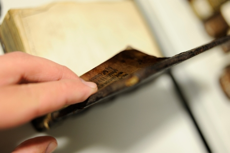 Checking the lifted portion of the rear pastedown found on St Andrews' copy of Keckermann's Sy