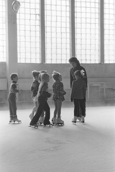 Soviet ice skating class, by Franki Raffles, 1989 [2014-4-105-10a]. ©Franki Raffles Estate