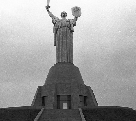 Soviet woman statue, by Franki Raffles, 1989 [2014-4-053-18a]. ©Franki Raffles Estate