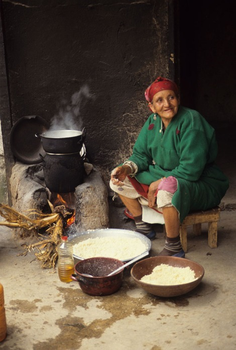 HMB-1686 Granny making couscous, Tagmout_1
