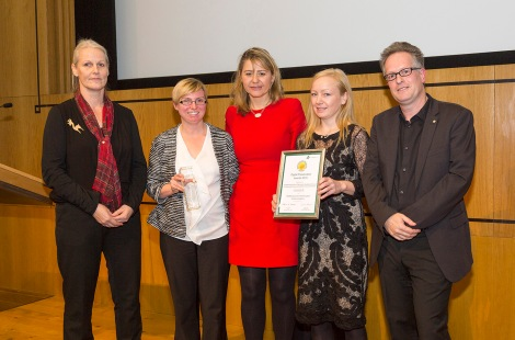 Marcel Ras of the NCDD and Margriet van Gorsel of the Dutch National Archives present Emma Stagg (The National Archives), Audrey Wilson and Victoria Brown (both Scottish Council on Archives) with the Award for Teaching and Communications, for their joint project 'Transforming Archives/Opening up Scotland's Archives'