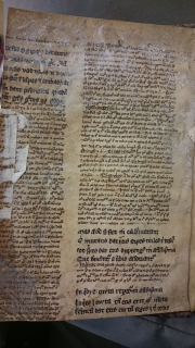 From the front of the same book, estimated to be a commentary with the main text in large gothic and the commentary in a smaller hand. (TypFL.B16MV)